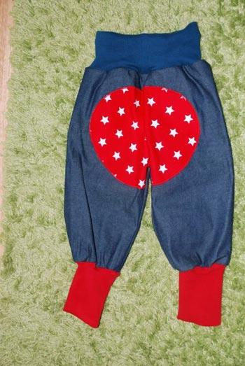 Jeans-mit-Roten-Sternen-Sitzpolster