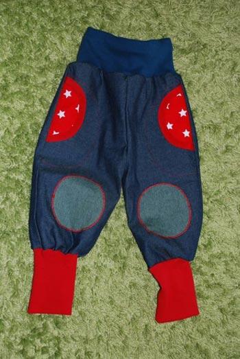 Jeans-mit-roten-Sternen
