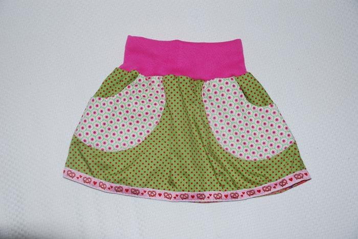 Tanzröckchen-Grüne-Punkte-mit-Pink
